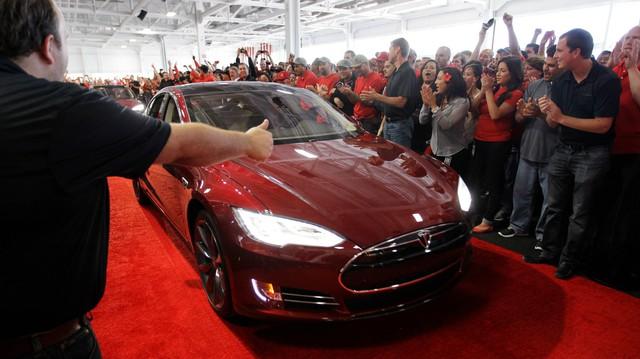 Đã 7 năm trôi qua và các ông lớn hàng đầu thế giới vẫn chậm hơn Tesla ở điểm này