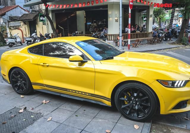 Ford Mustang 50th Anniversary duy nhất tại Hà Nội vừa được ra biển trắng mới toanh - Ảnh 4.