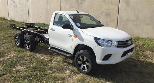 Dân chơi độ xe bán tải 6 bánh: Từ Ford Ranger, Toyota Hilux đến Mazda BT-50... đều được hô biến - Ảnh 7.