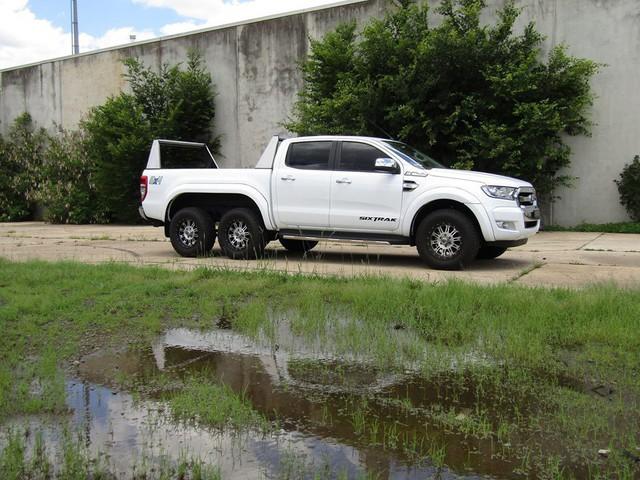 Dân chơi độ xe bán tải 6 bánh: Từ Ford Ranger, Toyota Hilux đến Mazda BT-50... đều được hô biến - Ảnh 6.