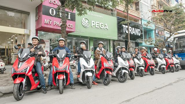 38 km trải nghiệm xe máy điện Pega Newtech: Đủ bộc lộ rõ ưu nhược điểm của xe tự xưng 'sát thủ tay ga' - Ảnh 2.