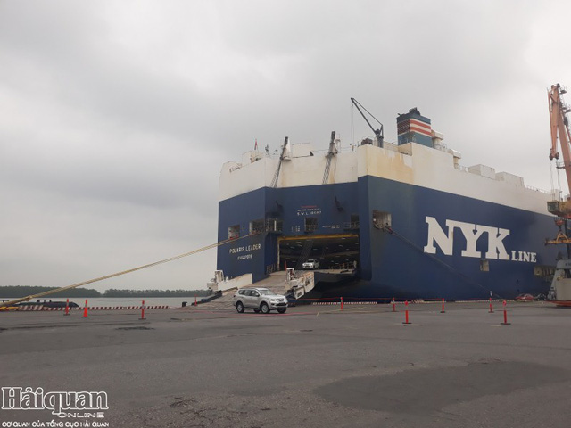 Ô tô nhập khẩu ùn ùn kéo về nửa đầu tháng 3 - Ảnh 1.