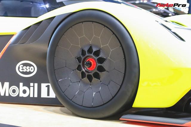 Trên tay Aston Martin Valkyrie AMR Pro 1.100 mã lực - Xứng đáng siêu phẩm - Ảnh 10.