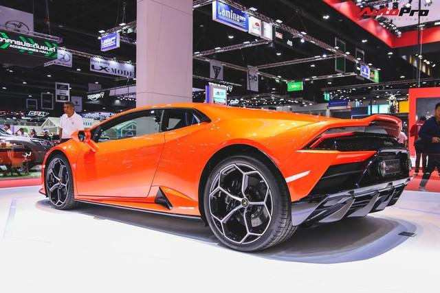 Lamborghini Huracan Evo khoe dáng Thái Lan, thu hút đại gia Việt - Ảnh 8.