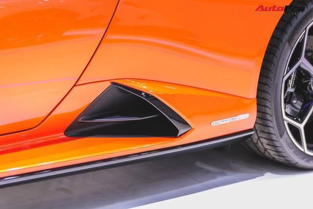 Lamborghini Huracan Evo khoe dáng Thái Lan, thu hút đại gia Việt - Ảnh 7.