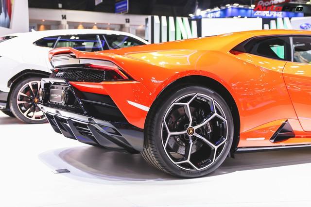 Lamborghini Huracan Evo khoe dáng Thái Lan, thu hút đại gia Việt - Ảnh 10.
