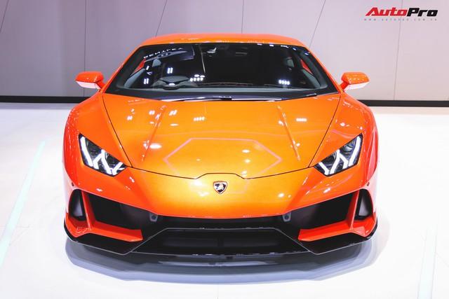 Lamborghini Huracan Evo khoe dáng Thái Lan, thu hút đại gia Việt - Ảnh 4.