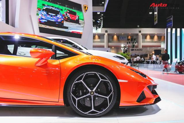 Lamborghini Huracan Evo khoe dáng Thái Lan, thu hút đại gia Việt - Ảnh 6.