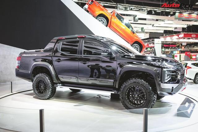 Cận cảnh Mitsubishi Triton Absolute Concept đối đầu Ford Ranger Raptor - Ảnh 1.