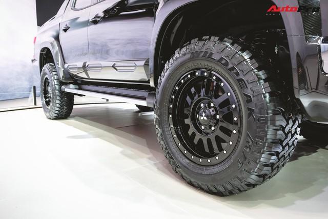 Cận cảnh Mitsubishi Triton Absolute Concept đối đầu Ford Ranger Raptor - Ảnh 6.