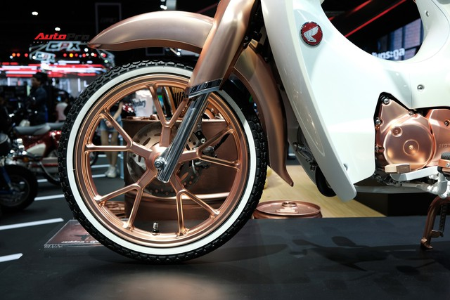 Honda Cub C125 mạ vàng - Đẹp, độc, điệu cho dân chơi - Ảnh 2.