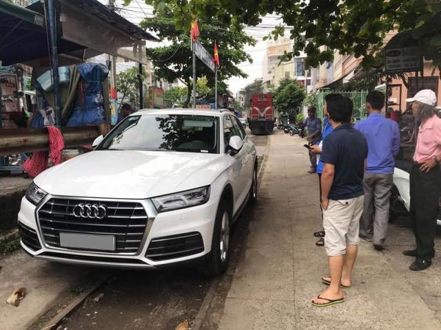 Audi Q5 chơi lớn, đỗ chắn tàu tại Đà Nẵng, người dân trầm trồ trước ý thức của chủ xe - Ảnh 1.