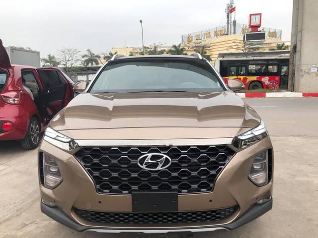 Hyundai Santa Fe 2019 full option đã về tới đại lý, giá bán chênh hơn 20 triệu đồng - Ảnh 1.