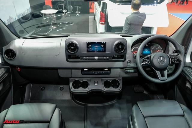 Đánh giá nhanh Mercedes-Benz Sprinter 2019: Sang xịn như E-Class, treo khí nén, giải trí MBUX, giá hơn 2,7 tỷ đồng - Ảnh 7.