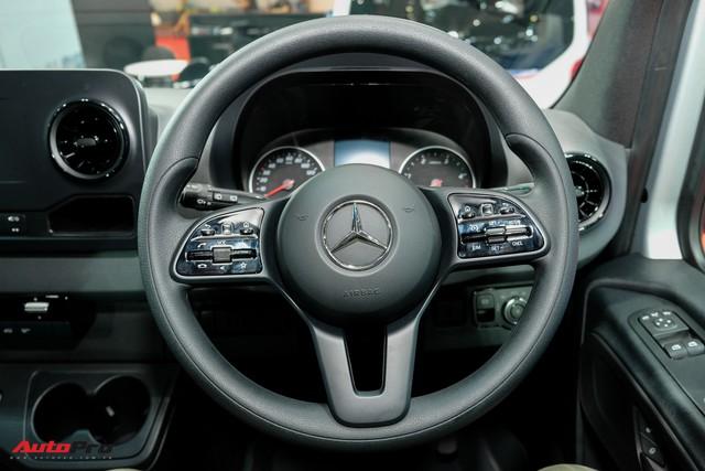Đánh giá nhanh Mercedes-Benz Sprinter 2019: Sang xịn như E-Class, treo khí nén, giải trí MBUX, giá hơn 2,7 tỷ đồng - Ảnh 8.