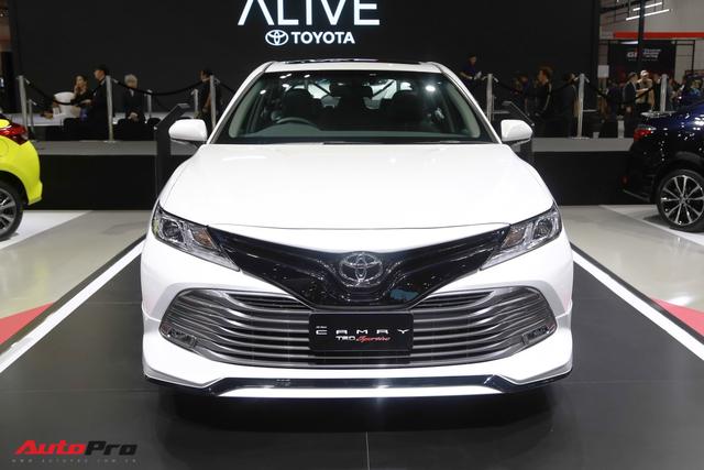 Sáng nay, Toyota Camry 2019 chính thức ra mắt tại Việt Nam - Ảnh 1.