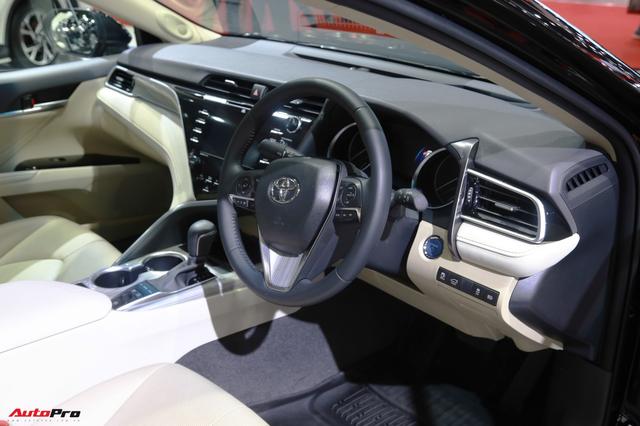 Sáng nay, Toyota Camry 2019 chính thức ra mắt tại Việt Nam - Ảnh 2.