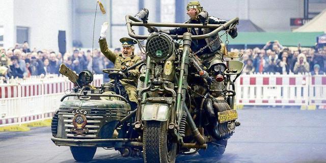 Xe máy dùng động cơ xe tăng nặng nhất thế giới thách thức dân chơi - Ảnh 2.