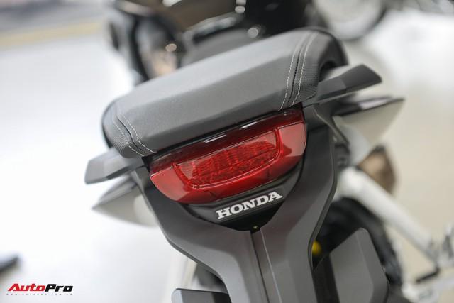 Chi tiết Honda CB650R 2019 giá 246 triệu đồng vừa ra mắt tại Việt Nam, lô đầu về đại lý đã bán hết - Ảnh 9.