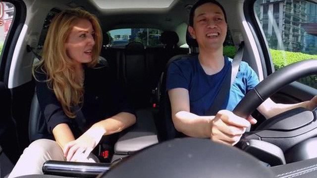 """CEO công ty xe hơi điện lớn nhất Trung Quốc: Tesla là """"người mẫu cao cấp"""", còn chúng tôi là """"cô hàng xóm"""""""