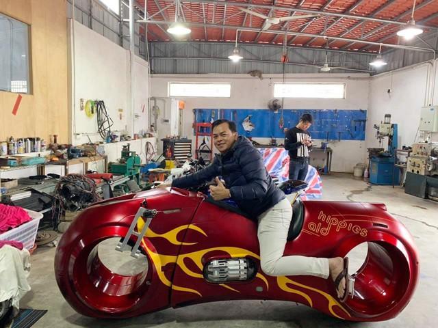 Phúc XO khoe thử và mua siêu mô tô Tron Light Cycle tiền tỷ - Ảnh 1.
