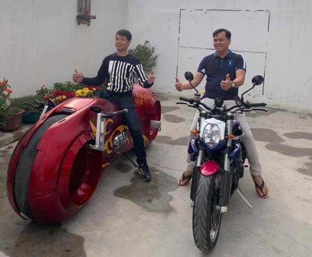 Bộ sưu tập mô tô tiền tỷ của người đàn ông đeo nhiều vàng nhất Việt Nam Phúc XO, dàn xe biển ngũ quỹ ít ai biết - Ảnh 2.