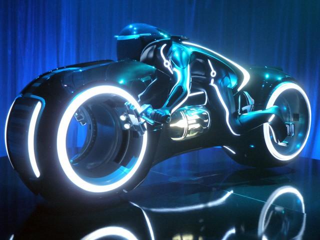Phúc XO khoe thử và mua siêu mô tô Tron Light Cycle tiền tỷ - Ảnh 3.