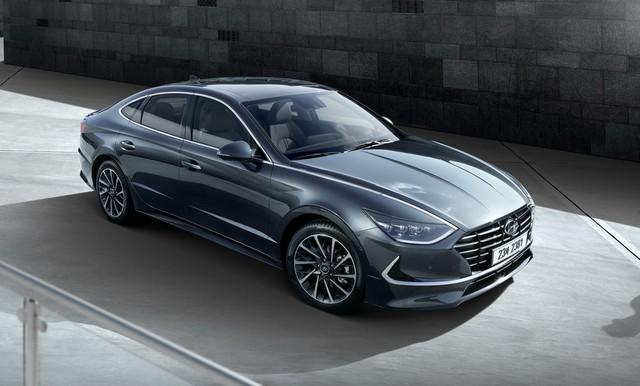 Mới lộ ảnh, Hyundai Sonata thế hệ mới tung thông số hot để đọ Toyota Camry - Ảnh 1.