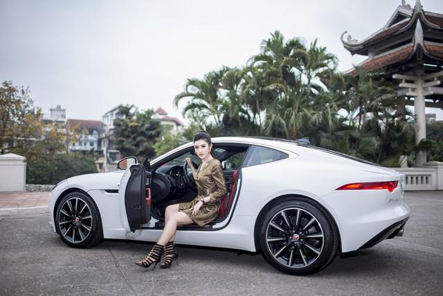 Mới 24 tuổi, Á hậu Huyền My đã sắm riêng cho mình chiếc Jaguar F-Type Coupe giá 6 tỷ đồng - Ảnh 1.