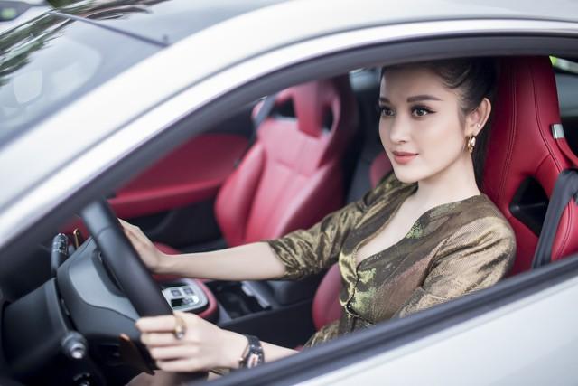 Mới 24 tuổi, Á hậu Huyền My đã sắm riêng cho mình chiếc Jaguar F-Type Coupe giá 6 tỷ đồng - Ảnh 2.