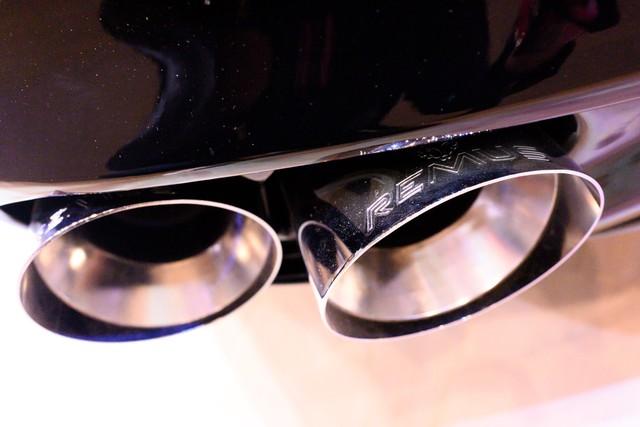 Bóc tách trang bị hàng hiệu trên VinFast Lux V8 vừa ra mắt - Ảnh 3.