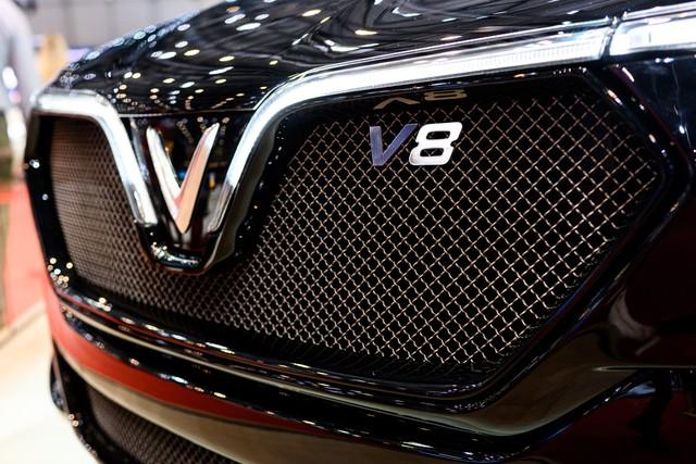 Bóc tách trang bị hàng hiệu trên VinFast Lux V8 vừa ra mắt - Ảnh 4.