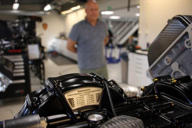 Tìm hiểu hộp số 8 ly hợp vô cùng đặc biệt của kẻ kế thừa siêu xe nhanh nhất thế giới theo lời kể của chủ tịch - Ảnh 2.
