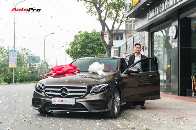 Soái ca Bắc Ninh chi 2,5 tỷ đồng mua Mercedes-Benz E300 AMG tặng vợ nhân ngày 8/3 - Ảnh 1.