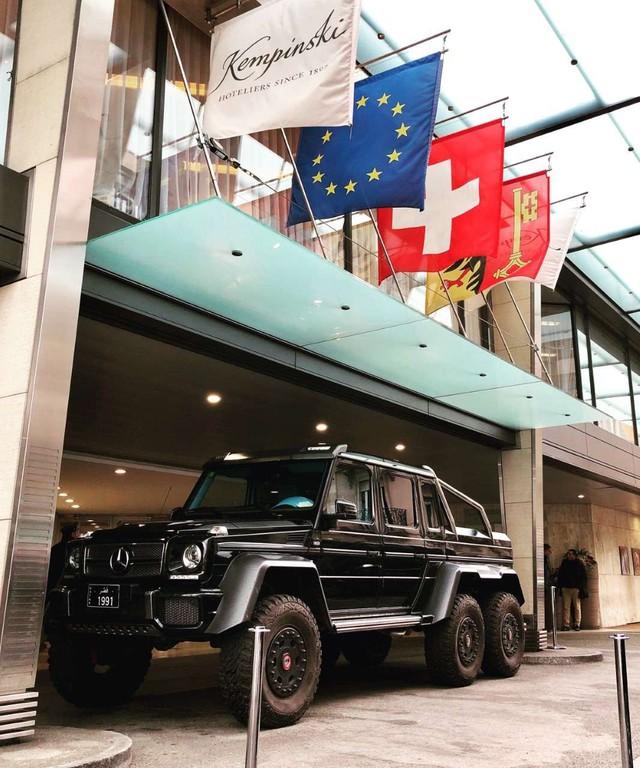 Đại gia Qatar đỗ song song chất như nước cất với màn lách Mercedes-Benz G63 AMG 6x6 chuẩn tới từng phân - Ảnh 1.