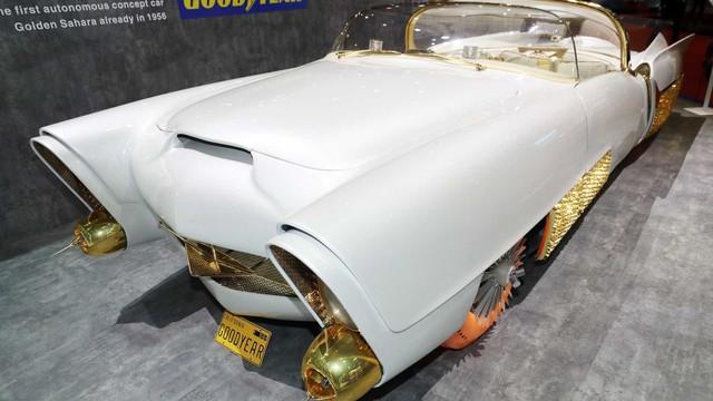 Xe mạ vàng, lốp phát sáng, đầu như chiến đấu cơ chiếm spotlight hơn cả Bugatti - Ảnh 2.