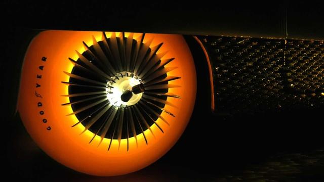 Xe mạ vàng, lốp phát sáng, đầu như chiến đấu cơ chiếm spotlight hơn cả Bugatti - Ảnh 6.
