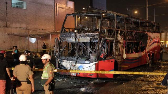 Cháy xe bus 2 tầng, 20 người thiệt mạng