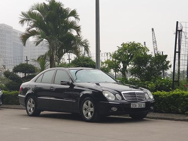 Toyota Wigo còn đắt hơn chiếc Mercedes-Benz E-Class cũ này cả chục triệu đồng - Ảnh 1.