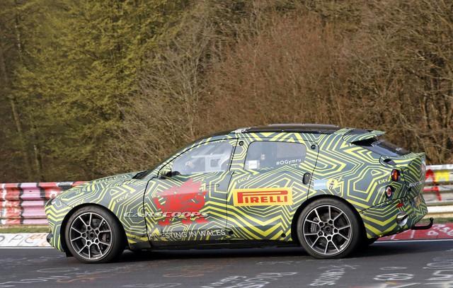 SUV đầu tiên của Aston Martin lộ diện với nội thất đậm chất Mercedes-Benz - Ảnh 3.