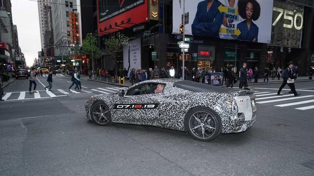 Chevrolet C8 Corvette bất ngờ lộ diện, chốt ngày ra mắt - Ảnh 4.