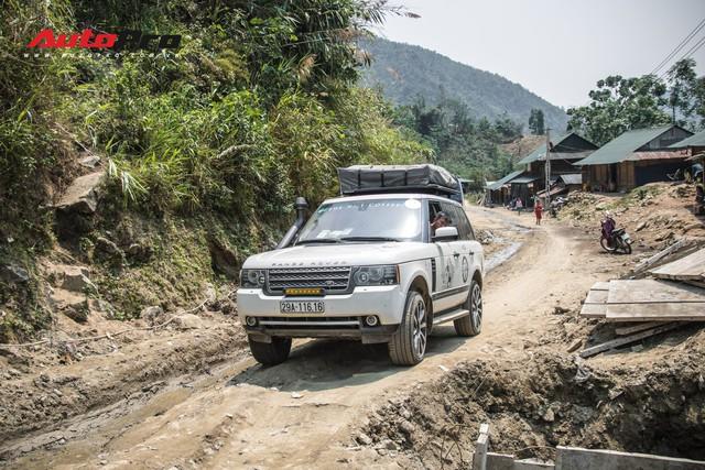 Đoàn Range Rover của Trung Nguyên Legend vượt đèo, lội suối đến với Mường Tè - Ảnh 3.