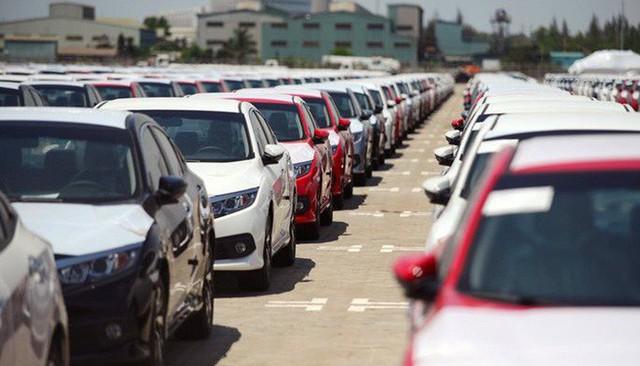 Ô tô nhập khẩu tăng kỷ lục, chờ xe lắp ráp hết ưu đãi - Ảnh 1.