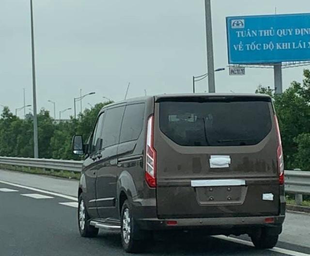 'Tóm gọn' Ford Tourneo chạy thử - Đối thủ mới của Kia Sedona tại Việt Nam - Ảnh 1.