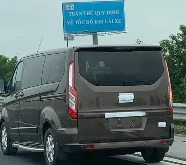 'Tóm gọn' Ford Tourneo chạy thử - Đối thủ mới của Kia Sedona tại Việt Nam - Ảnh 2.
