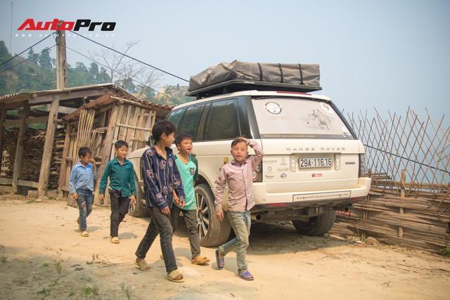 Hành trình từ trái tim lên tới Lai Châu ngày càng nhiều thách thức, đoàn Range Rover phải nâng gầm hết cỡ để vượt qua - Ảnh 4.