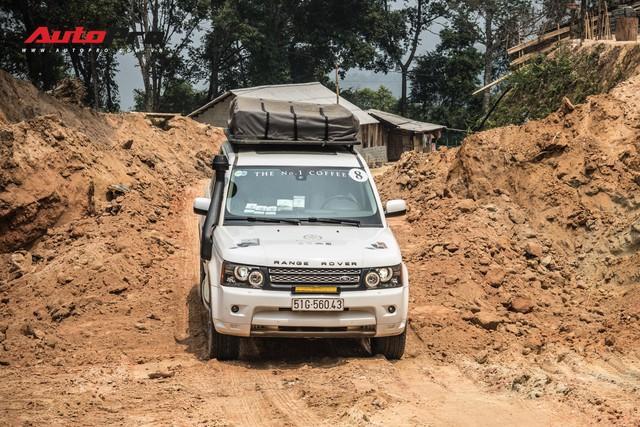 Hành trình từ trái tim lên tới Lai Châu ngày càng nhiều thách thức, đoàn Range Rover phải nâng gầm hết cỡ để vượt qua - Ảnh 1.