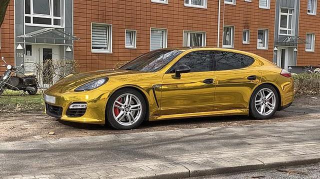 Porsche Panamera vàng chói loá như xe Phúc XO đi thuê bị cảnh sát tạm giữ vì lý do không ngờ