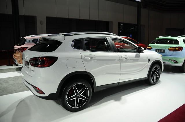 Bỏ tình cũ Range Rover chạy theo Mercedes-Benz, hãng xe Trung Quốc tai tiếng Landwind tung SUV GLA nhái - Ảnh 2.
