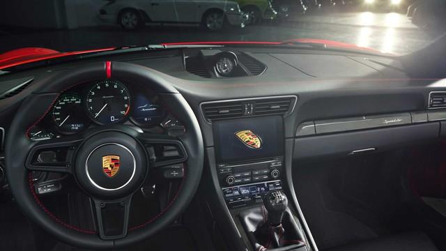 Porsche 911 Speedster 2019: Mui trần hoàn hảo của huyền thoại - Ảnh 2.